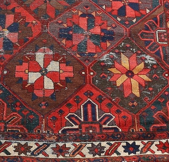 Några av Peters mattor på auktion under våren